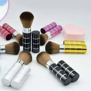 Other - NEW❤Cosmetic Retractable Makeup Brush