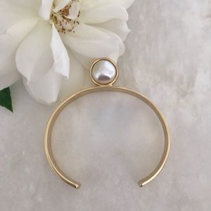Jewelry - ✨HP✨ NWOT • Gold tone and Faux Pearl Cuff Bracelet