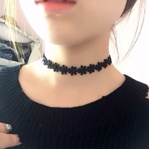 Jewelry - Black Daisy Floral Choker