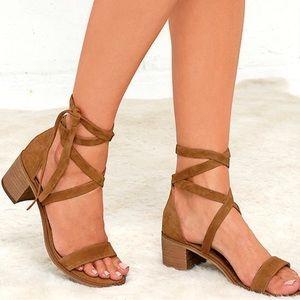 ✨Tan Suede Block Heel Sandal✨
