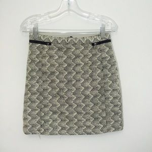 H&M threaded black&white mini skirt