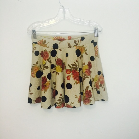 Zara Dresses & Skirts - Flared loose pleat Zara Trf mini skirt.