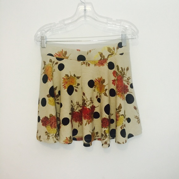 Zara Skirts - Flared loose pleat Zara Trf mini skirt.