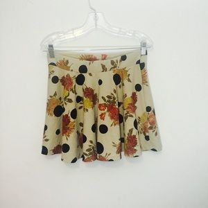 Flared loose pleat Zara Trf mini skirt.