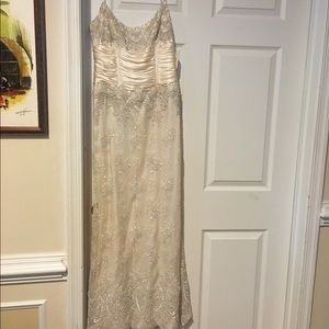 Carmen Marc Valvo Dresses & Skirts - Never worn Carmen Marc Valvo Evening Gown