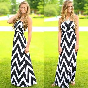 Dresses & Skirts - NWT Beautiful Chevron Print Maxi