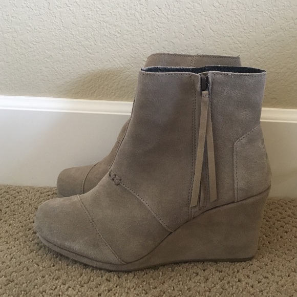 b07e01985095 TOMS Desert Wedge High taupe suede 8.5. M 5772d1cbfbf6f951be009970