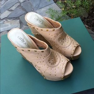 63b6cffd6f90 Cathy Jean Shoes - CATHY JEAN Wedges Taupe Tan Cork Studded Gold 8