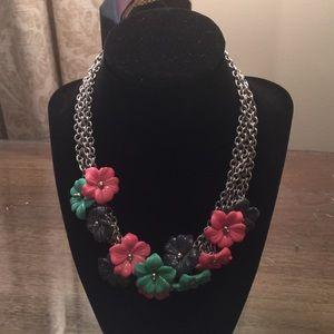 Jewelry - Silver & acrylic flower necklace