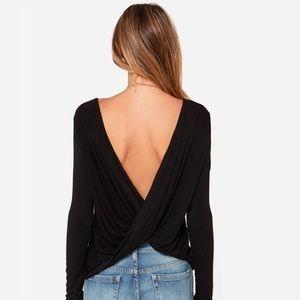 Tops - Criss cross long sleeve crop top in Black