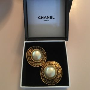 Authentic Chanel vintage clip on earrings with box