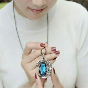 Accessories - Vintage Beauty Necklace & Pendant