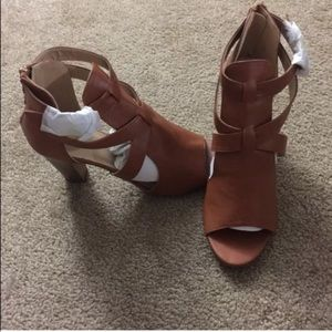 LAST ONE High heels sandal. Brown color.New in box
