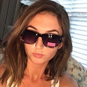 Betsey Johnson Accessories - 😎HP😎Betsey Cat Eye Sunglasses