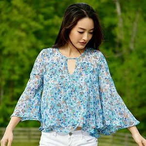 Tops - Beautiful floral top with bell sleeves