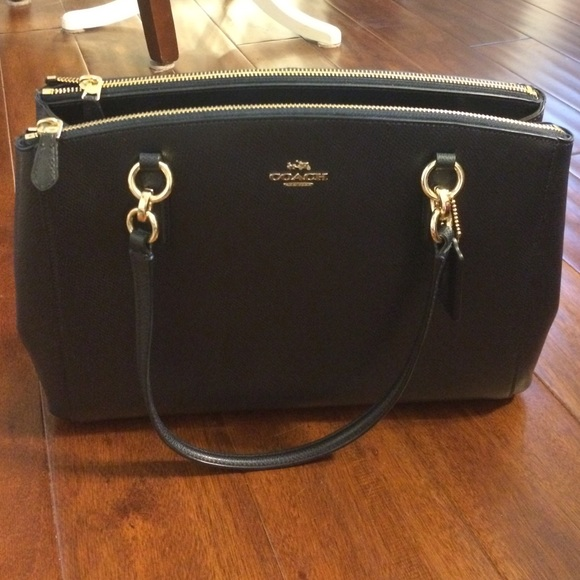 0bf7fd27aa Coach Handbags - Coach Christie carry all. navy blue purse