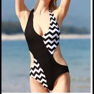 Boutique Other - Sexy halter cutout zig zag one piece swimsuit