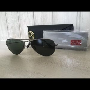NEVER WORN Ray-Bans!