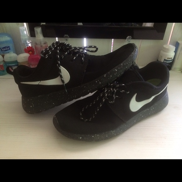 yczdvm Nike - Nike roshe speckled/ Oreo shoes. from Sydney\'s closet on