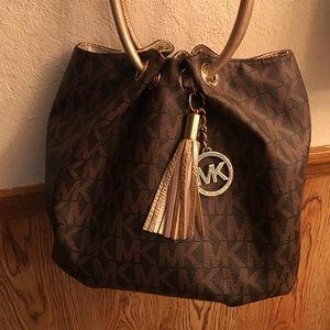 Michael Kors Handbags - Mk hobo style bag