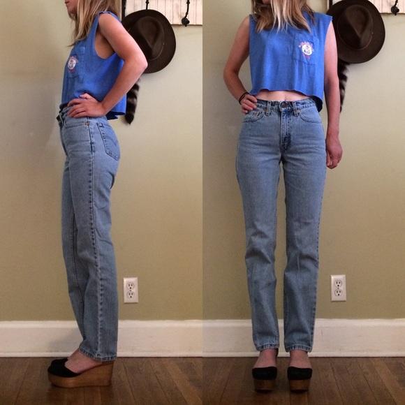 8b9ebe1c374a6 Levi s Denim - Levis High Waist Mom Jeans Sz 26 Slim Fit Straight