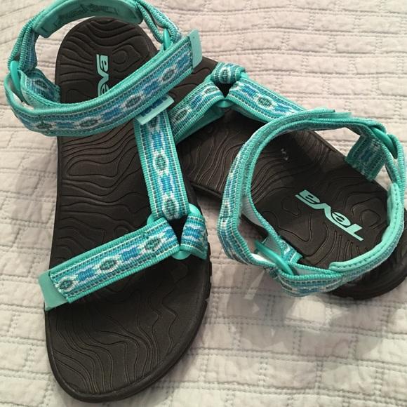 0e6cbe41b2bb9 ... Brand New kids girls TEVA sandals 2 Aztec blue ...