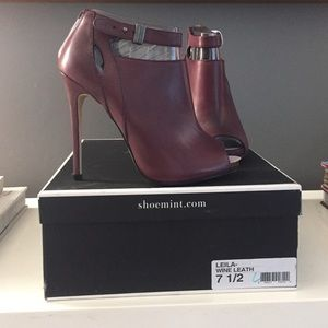Shoemint Leila Bootie - Wine