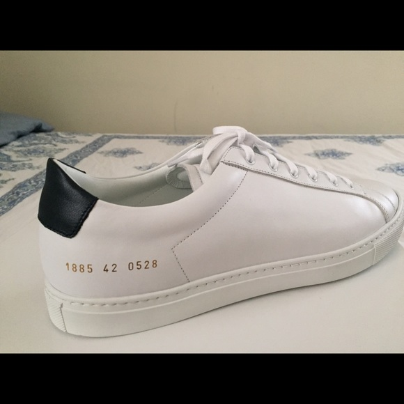 8fba4df11ae47 Common Projects Achilles Low Navy White