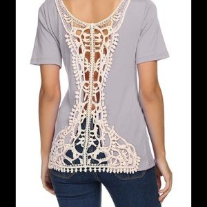 Tops - 🎉🎉Host Pick🎊🎊 Adorable gray lace back t-shirt.