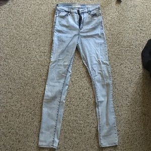 High rise Light wash jeans!