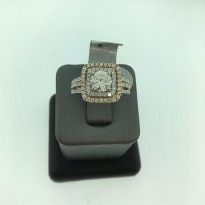 New 14k white and yellow gold diamond ring