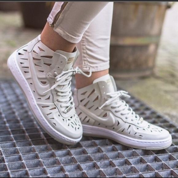 Nike Air Force 1 Vigueur Ultra Mi Joli Chaussure Des Femmes De 130 $ Hoverboard