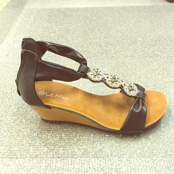 d75a62320575 Glitzy black wedge sandals NWT