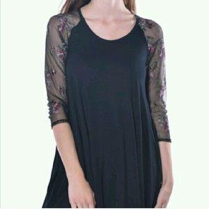 Pastels Clothing Tops - 💥3 Left💥Pastels Black Floral Sheet Sleeve Tunic