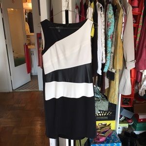 Ivy & Blue Dresses & Skirts - Simple black and white dress.