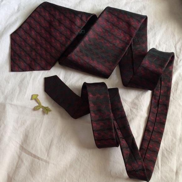 Dkny Other - DKNY Red Wine Arrow Print Tie Safe Yet Wild Stripe