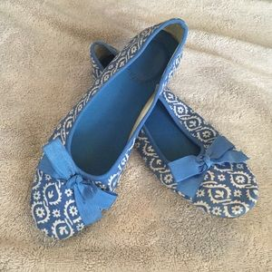Adorable Blue Print Old Navy Flats