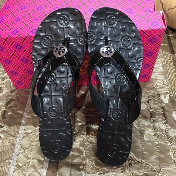 27c8ac4b4f231 Tory Burch patent leather flip-flops