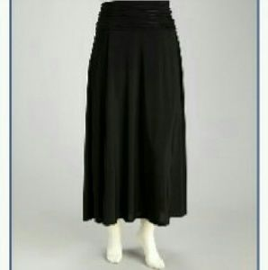 Dresses & Skirts - NWOT Black Knit Maxi Skirt