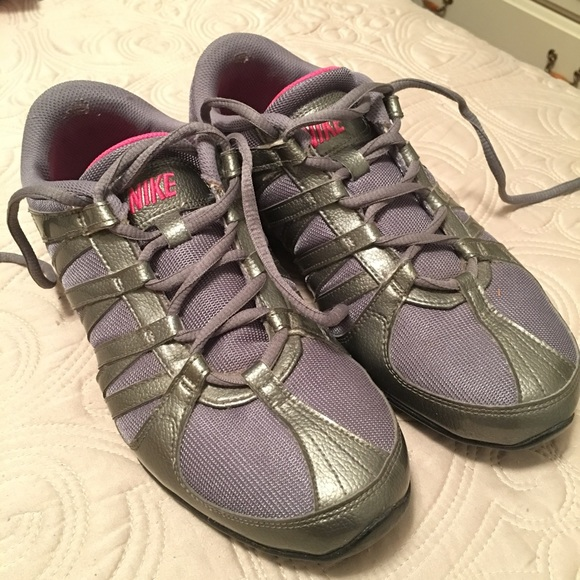 307fe6bef5837f Sz 9 Nike grey musique IV zumba dance sneakers. M 5775f5b55a49d09a4d01b433