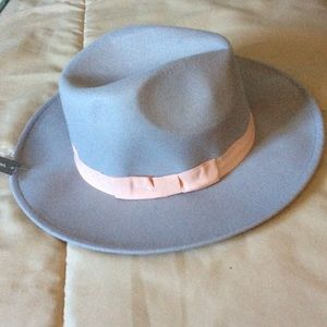 Accessories - NWT felt gray fedora with pink ribbon