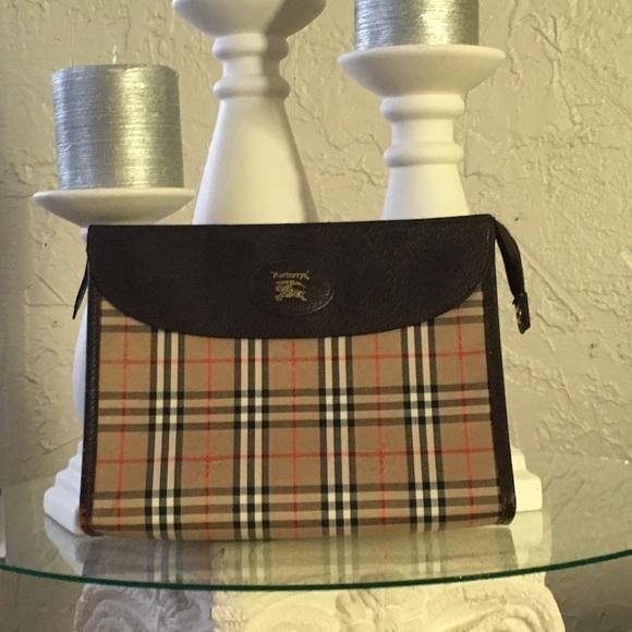 Burberry Handbags - HP 8 24🎖🎉Authentic vintage Burberry clutch 1432f6c2e24e0