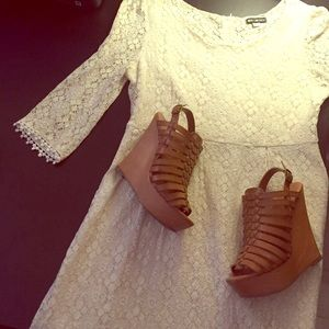 Shoes - 😻🥀😻 Tan Wedges