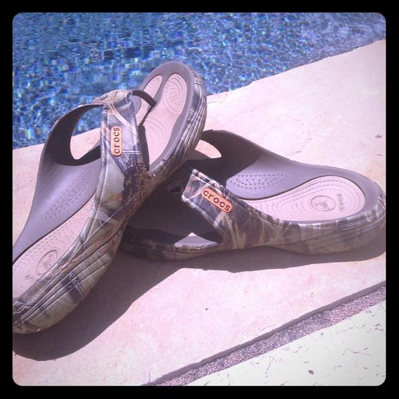 618544bc6f56 crocs Other - MODI Sport Realtree Crocs men s flip flops