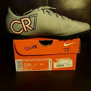 3.5 Youth CR7 Indoor Turf Soccer shoes