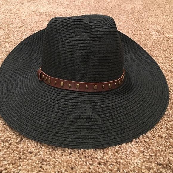 August Hats Accessories  5ba9b462bbec