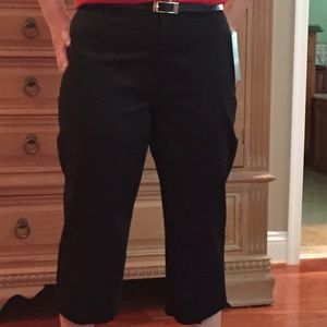 212 collection Pants - New black dressy capris