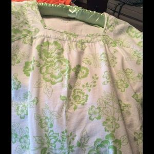 Kim Rogers Tops - 💚💐🌸🍃 - White Top w/💚Lime Green💚Floral Print