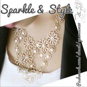 Jewelry - ✨💖 Flower necklace 💖✨