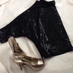 Gorgeous black sequin 3/4 sleeve top
